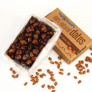 Dadels gevuld met amandel noten